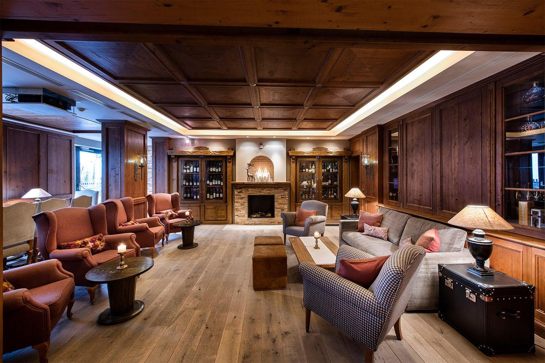MANNI Bar & Lounge mit Kamin