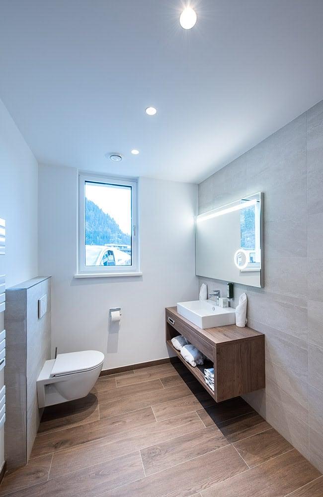 MANNI village modernes Badezimmer