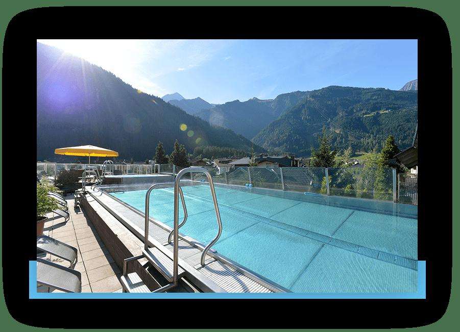 MANNI SPA Outdoor pool mit blick in die Berge